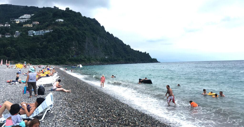 Kysten fra Batumi til Kvariati består af stenstrand.